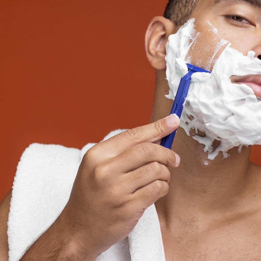 Jak się golić maszynką na żyletki